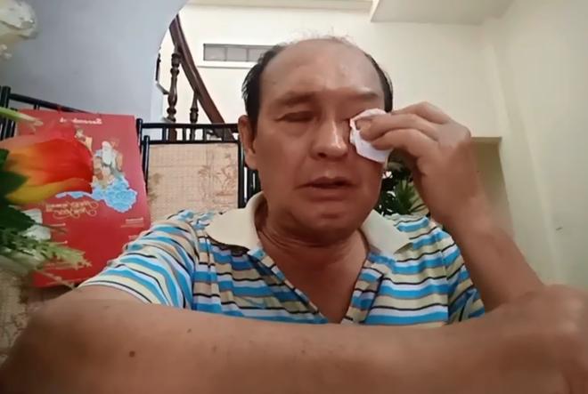 Nghe si Duy Phuong va 2 lan to con trai khong bao hieu bo
