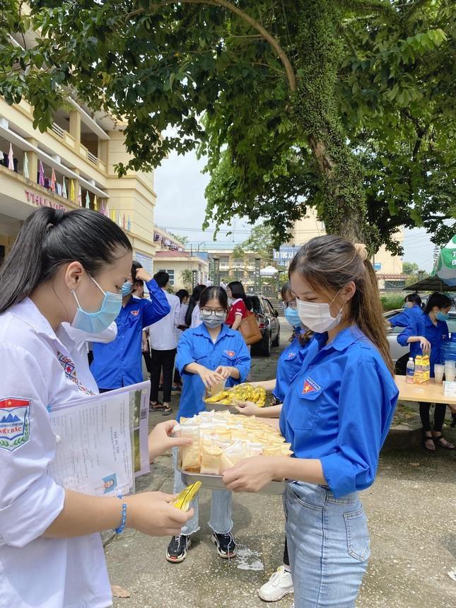 Nu sinh truong Y Duoc Thai Nguyen: San sang tinh nguyen len duong chong dich-Hinh-3