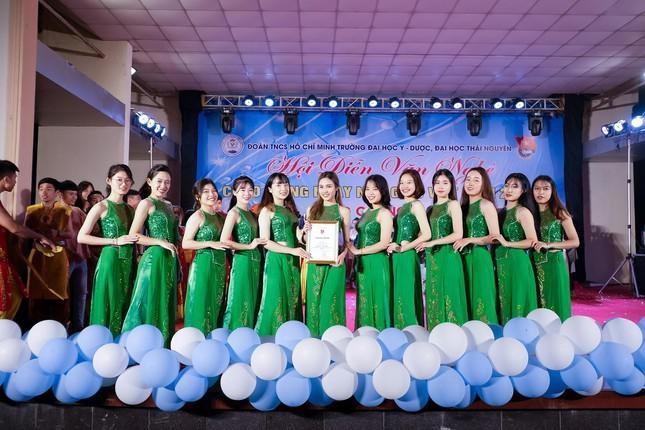 Nu sinh truong Y Duoc Thai Nguyen: San sang tinh nguyen len duong chong dich-Hinh-6