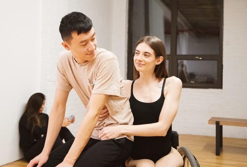 Tình yêu của chàng trai gốc Việt và cô gái Mỹ liệt nửa người Tinh-yeu-cua-chang-trai-goc-viet-va-co-gai-my-liet-nua-nguoi