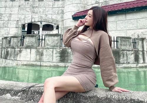 Hot girl Dai Loan khoe den My tiem vaccine bi chi trich du doi-Hinh-8