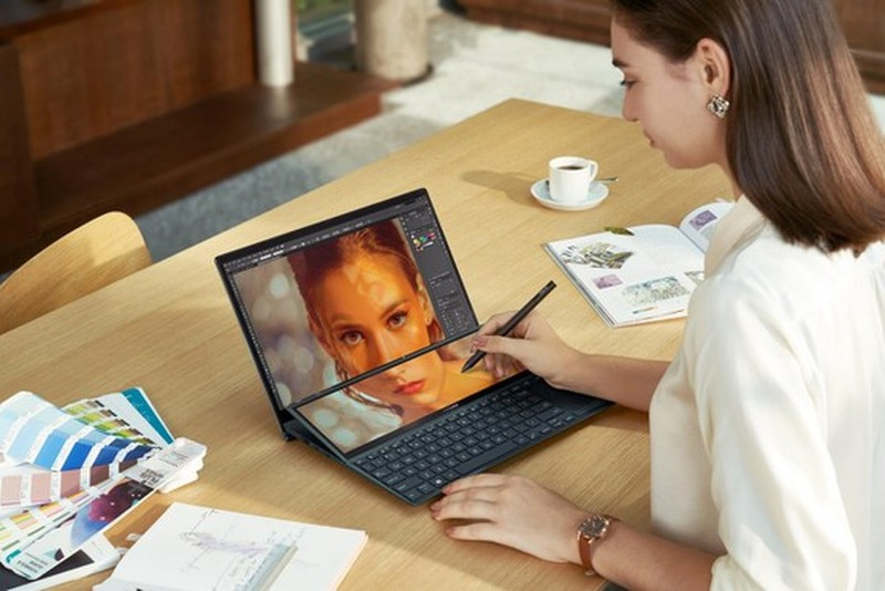 Lo dien mau laptop 14 inch 2 man hinh mong nhe nhat the gioi