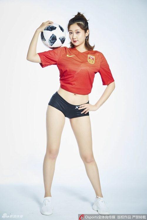 Hot girl Trung Quoc co vu doi nha lot vao vong bang 3 World Cup-Hinh-4
