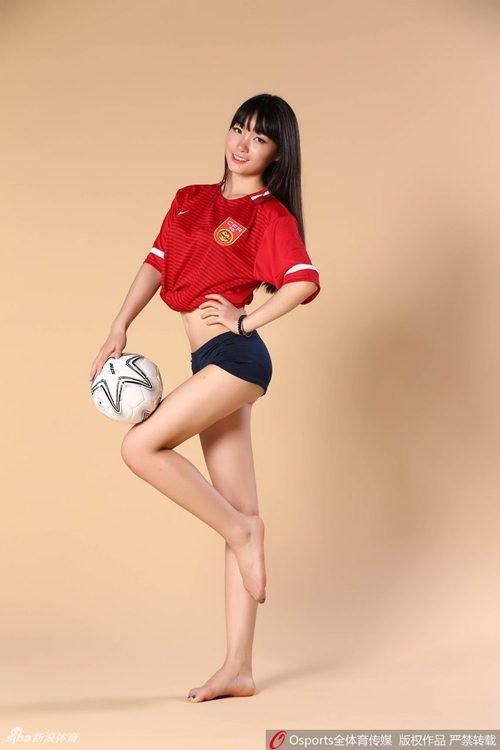 Hot girl Trung Quoc co vu doi nha lot vao vong bang 3 World Cup-Hinh-8