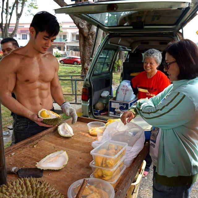 Hot boy ban sau gay sot voi ngoai hinh giong Chau Kiet Luan hien ra sao?