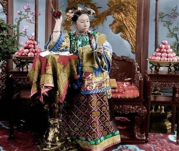 Su that ve 100 dua tre nam trong lang mo cua Tu Hi Thai Hau-Hinh-2