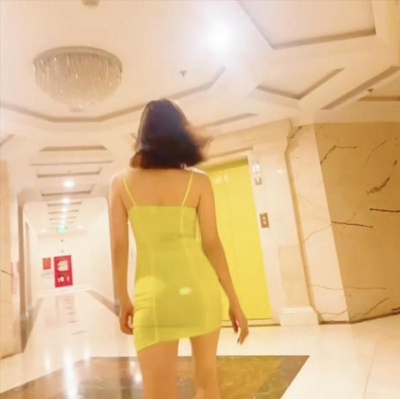 Le Quyen catwalk