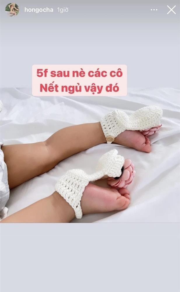 Ho Ngoc Ha khoe trai ut tap catwalk voi cap dui to bang chan me-Hinh-3