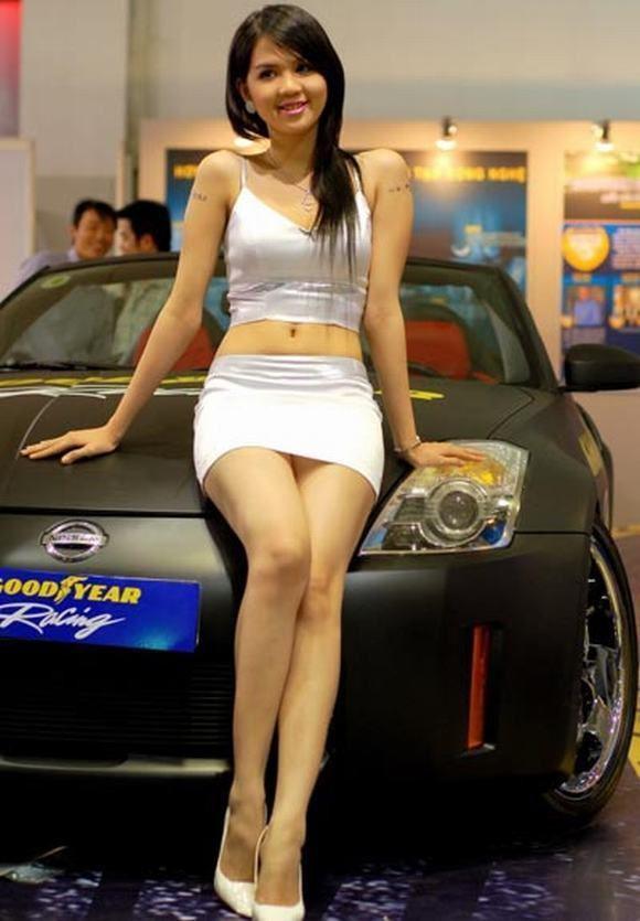Nhan sac H'Hen Nie, Ngoc Trinh, Huyen My thoi con lam PG-Hinh-4