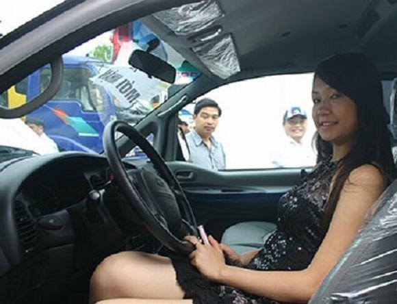 Nhan sac H'Hen Nie, Ngoc Trinh, Huyen My thoi con lam PG-Hinh-7