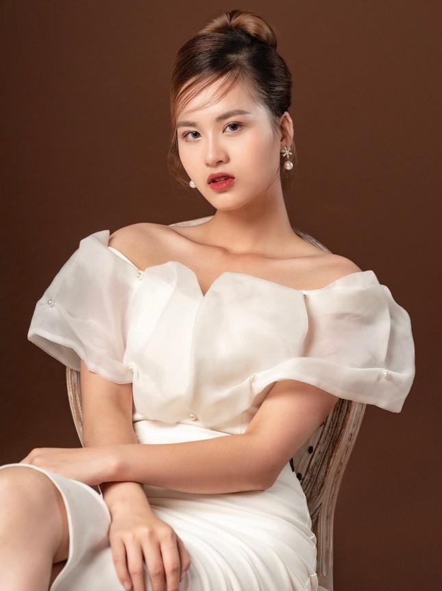 Ve dep yeu kieu cua nu sinh truong Dai hoc Kinh te tai nang-Hinh-3