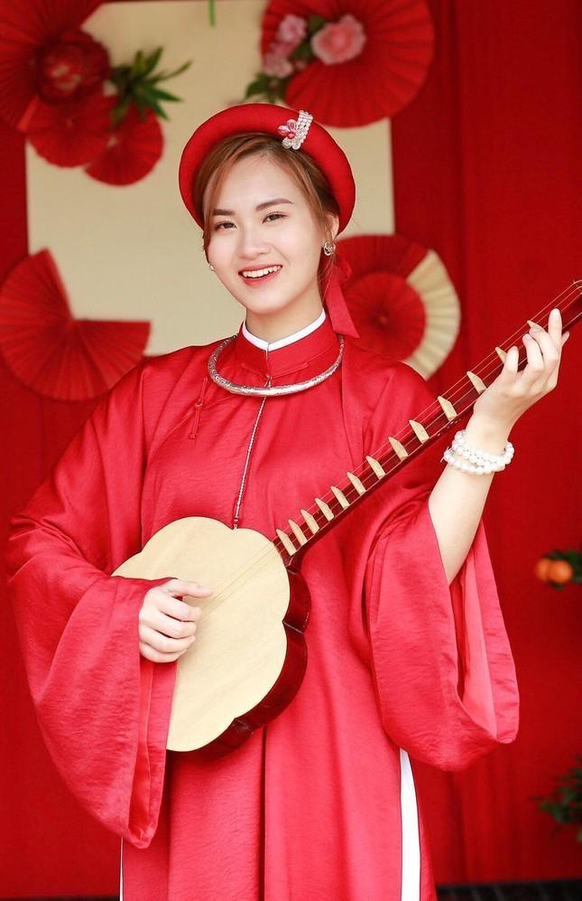 Ve dep yeu kieu cua nu sinh truong Dai hoc Kinh te tai nang-Hinh-4