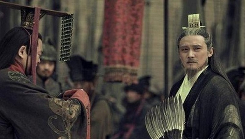 Luu Bi noi gi khien Gia Cat Luong khong dam lat do Luu Thien?-Hinh-2