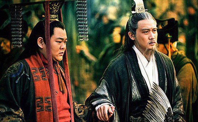 Luu Bi noi gi khien Gia Cat Luong khong dam lat do Luu Thien?