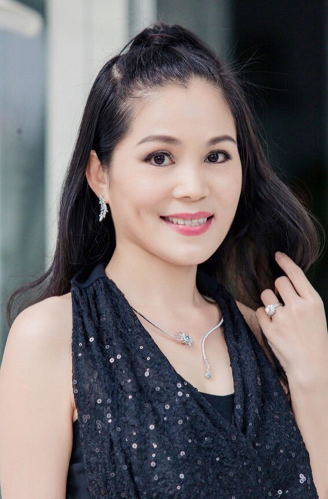Nhan sac va noi co cuc thoi tre cua ba xa MC Quyen Linh-Hinh-9