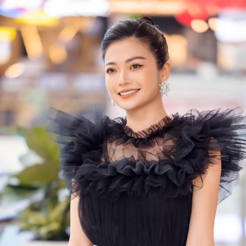 "Kieu Anh ""Phia Truoc La Bau Troi"" nao ca vang, mac moi ao lot di sieu thi-Hinh-6"
