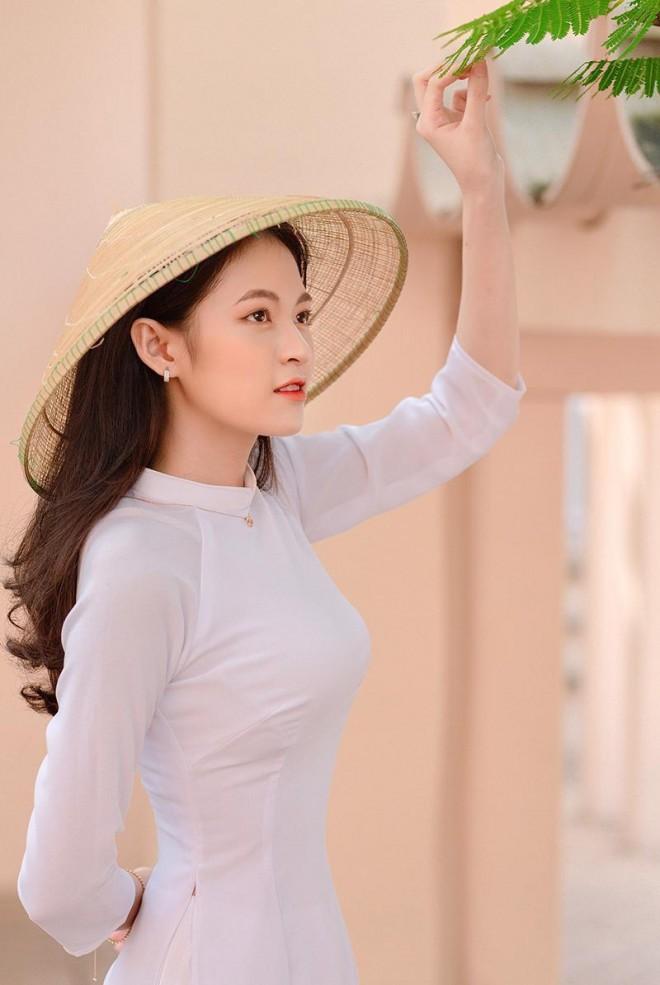 Hoa khoi truong Y so huu ve dep gay thuong nho trong ta ao dai-Hinh-8