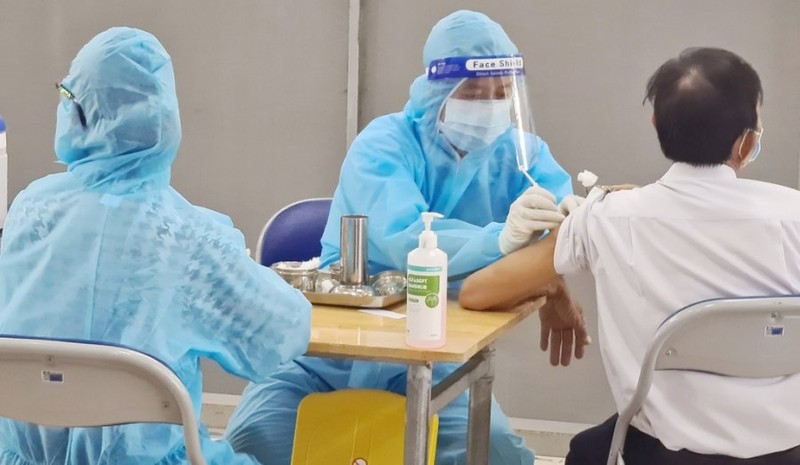 4 dieu nen ghi nho sau tiem vaccine Covid -19