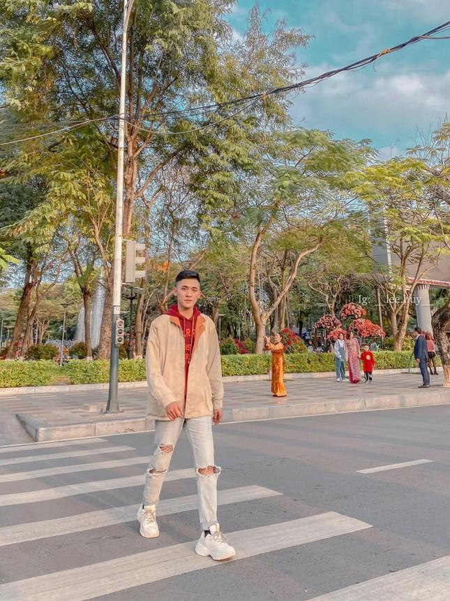 Le Tien Huy – Chang photographer tre luon khat khao cong hien cho thanh pho Cang-Hinh-6