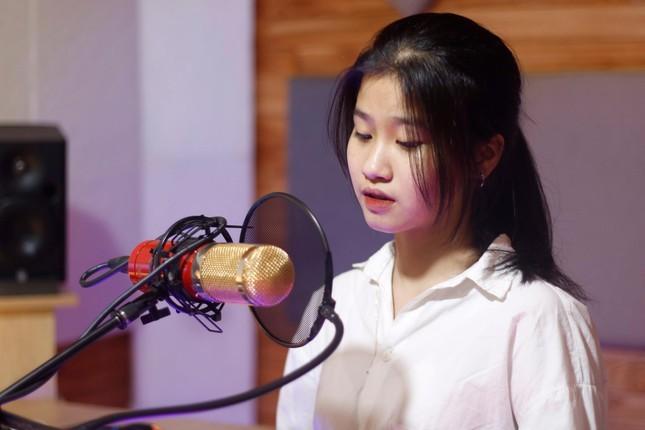 Hot girl 2K3 khien netizen