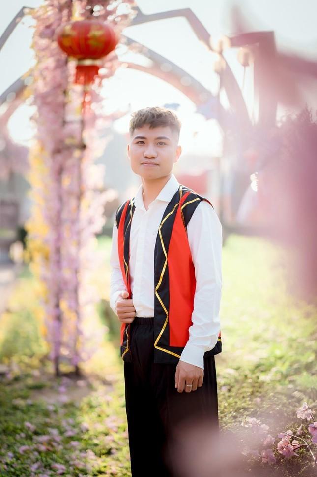 Nam sinh xu Nghe la Dang vien hoc hai truong de phat trien ban than-Hinh-11