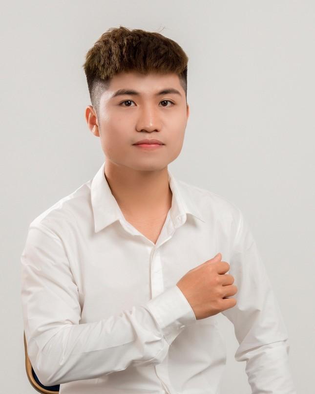 Nam sinh xu Nghe la Dang vien hoc hai truong de phat trien ban than-Hinh-6
