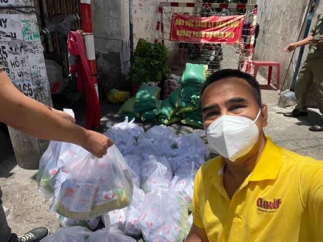 MC Quyen Linh mac ao trai ra duong lai khien fan tha tim khong ngot-Hinh-3