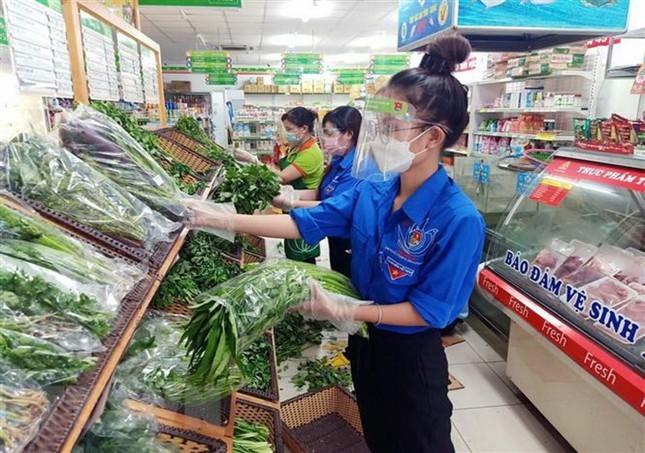 TP.HCM: Gen Z ke chuyen tinh nguyen di cho ho