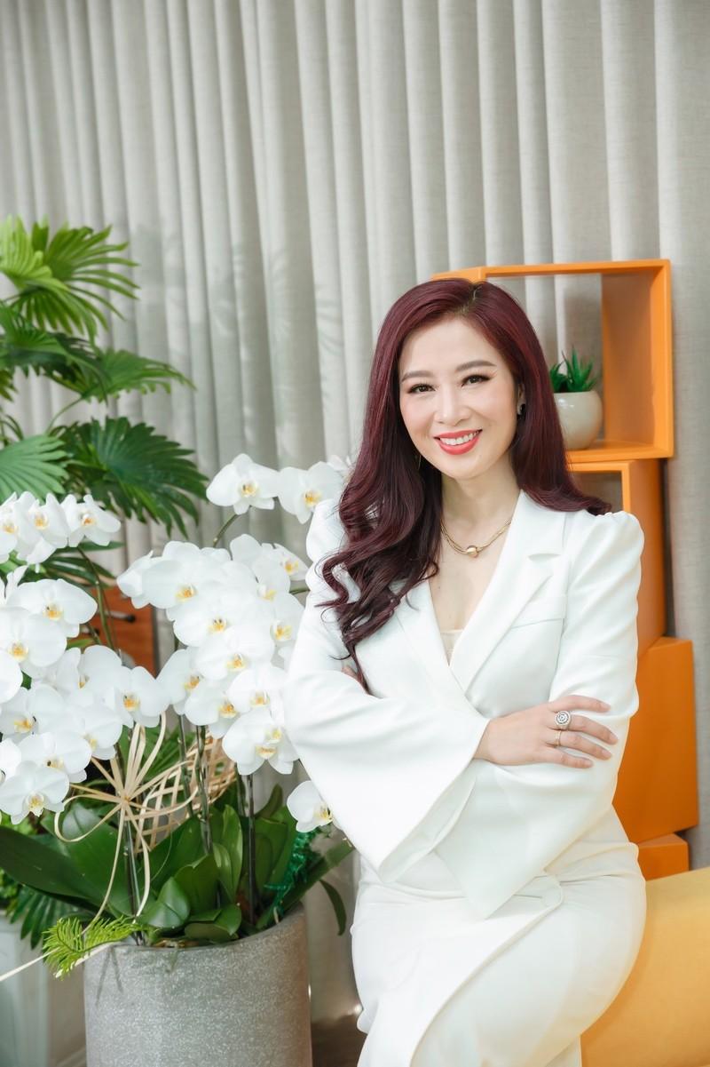 Hoa khoi Thu Huong 21 tuoi lam CEO, lay chong dai gia gio ra sao?-Hinh-4
