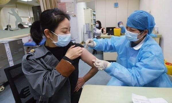 5 meo giup giam nhanh phan ung phu sau khi tiem vac xin COVID-19