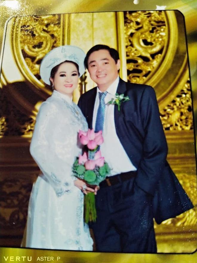 Ba Phuong Hang he lo moi quan he voi vo cu ong Dung