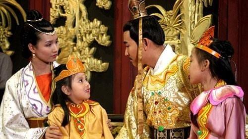 Nha Tran duy tri chinh sach hon nhan can huyet nhung tai sao con chau van thong minh?-Hinh-2