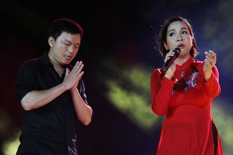 Het hon fan cuong lao len san khau chap tay