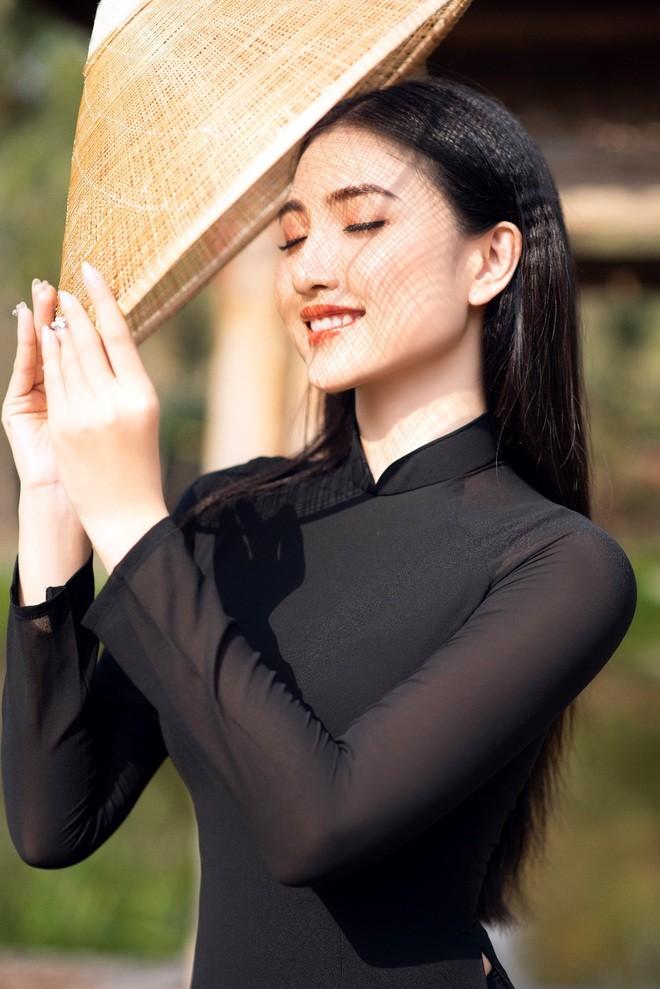 Hoa khoi Thuy Trang: