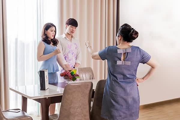 Nang dau thong minh doi pho voi me chong hay noi xau sau lung-Hinh-2