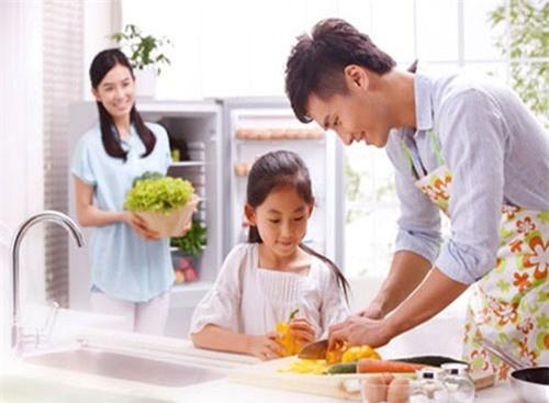 Phu nu muon hanh phuc hay chon nguoi dan ong dam dung bep vi minh-Hinh-2