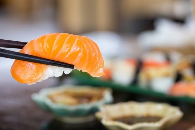 Loai ky sinh trung co ngoai hinh giong het mieng sushi-Hinh-2