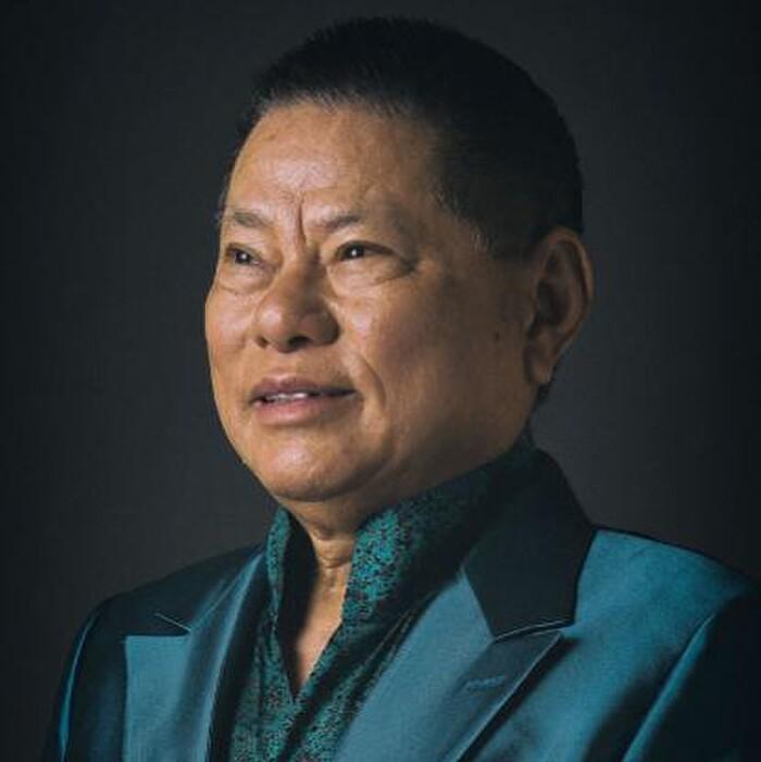 Ty phu Hoang Kieu tuyen giup viec, nhin muc luong ma