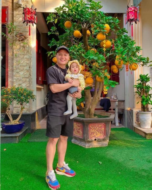 Chu Thanh Huyen di hen ho cung chang trai duoc cho la Quang Hai?-Hinh-2