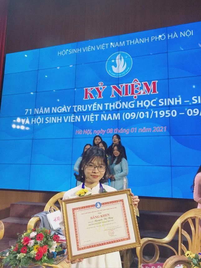 Nu sinh Ngoai thuong dat 4 hoc bong Thac si toan phan truoc khi ra truong-Hinh-9