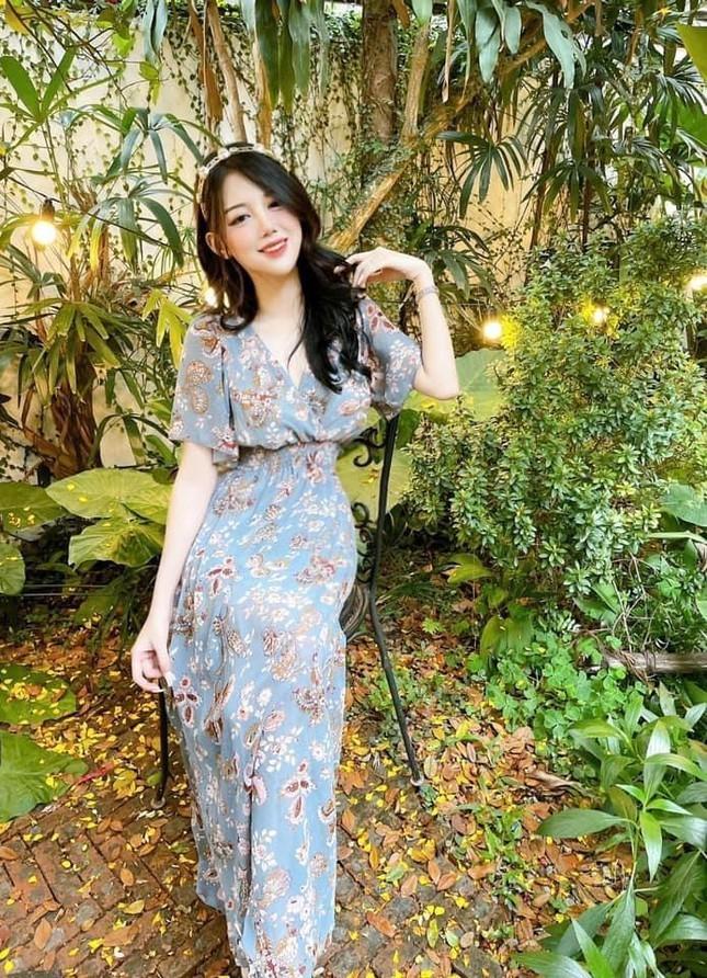 Hot girl Dai hoc Thuong Mai gay chu y boi nhan sac nong bong-Hinh-4