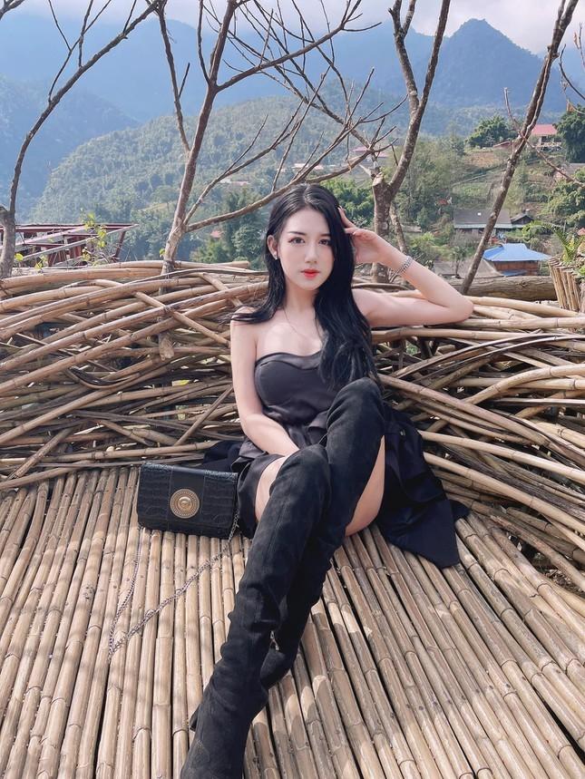 Hot girl Dai hoc Thuong Mai gay chu y boi nhan sac nong bong-Hinh-6