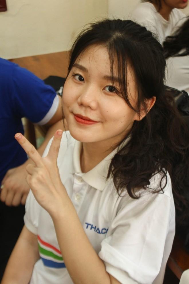 Hotgirl Olympia lam MC tiep lua cho dan em-Hinh-3