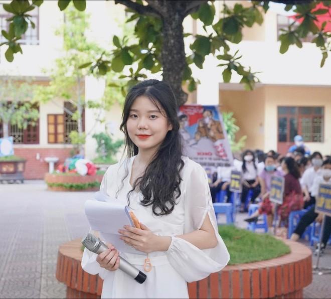 Hotgirl Olympia lam MC tiep lua cho dan em-Hinh-4
