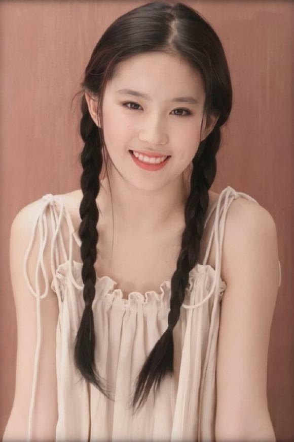 Buc anh cu bi dao lai cua Luu Diec Phi duoc cu dan mang chu y-Hinh-3