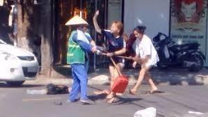 Co gai danh lao cong xin loi nhung cho rang clip chua dung su that-Hinh-2