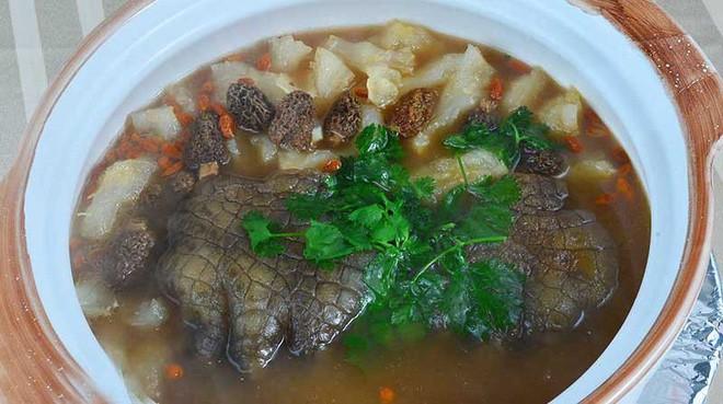 Kinh di mon sup chan ca sau Singapore duoc nguoi ban dia vo cung yeu thich-Hinh-2