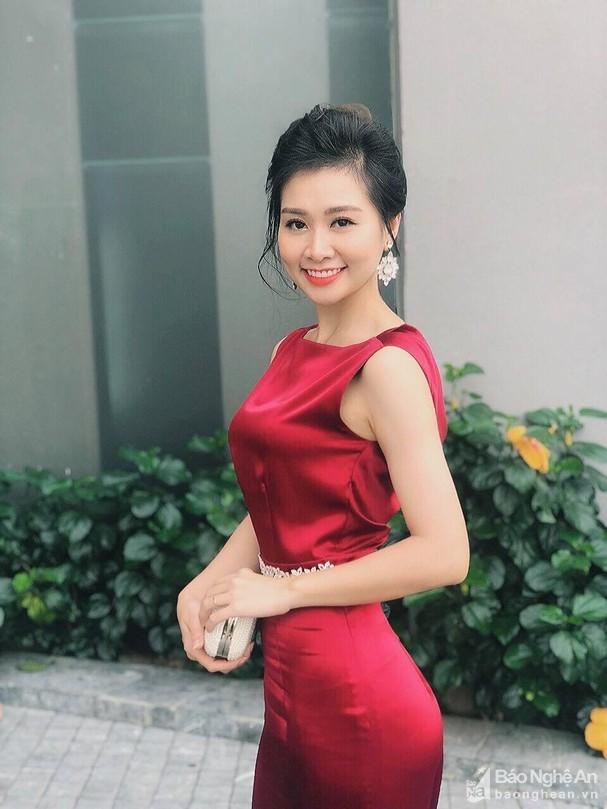 Giang vien Nghe An dai dien Viet Nam thi Hoa hau Quy ba Hoan vu Toan cau 2020-Hinh-2