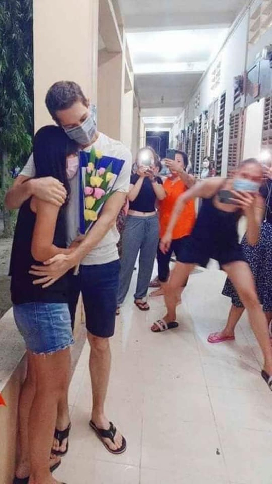 Hu hon anh Vo Hoang Yen hong hot thien ha to tinh trong khu cach ly