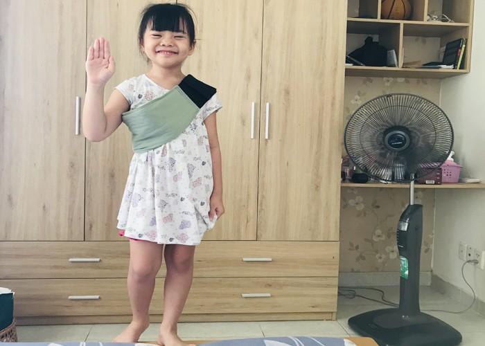 """Ba di chong dich, me lam viec online, be 5 tuoi xoay xo de """"chong chan""""-Hinh-2"""